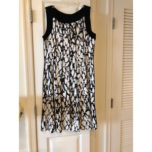 Black and white patterned, pleated dress